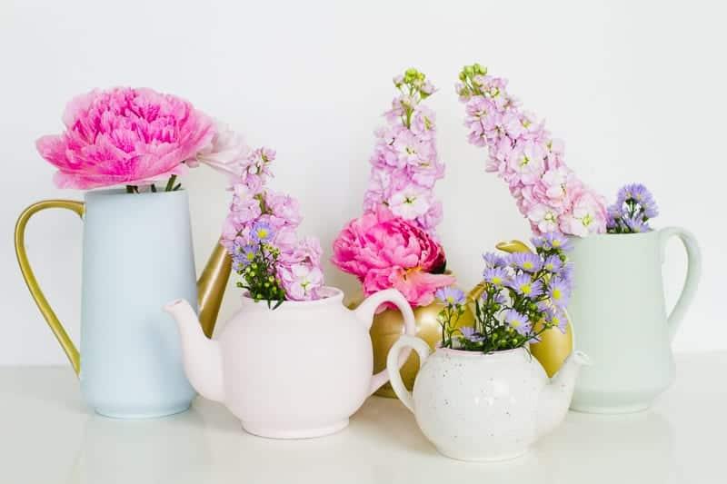 Upcycling Teapots Rustoleum patel recreate vases flowers centrepieces pretty vintage_-8