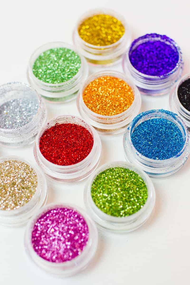 DIY Glitter Station Wedding Make Your own sparkle station glitter face makeup festival_-13