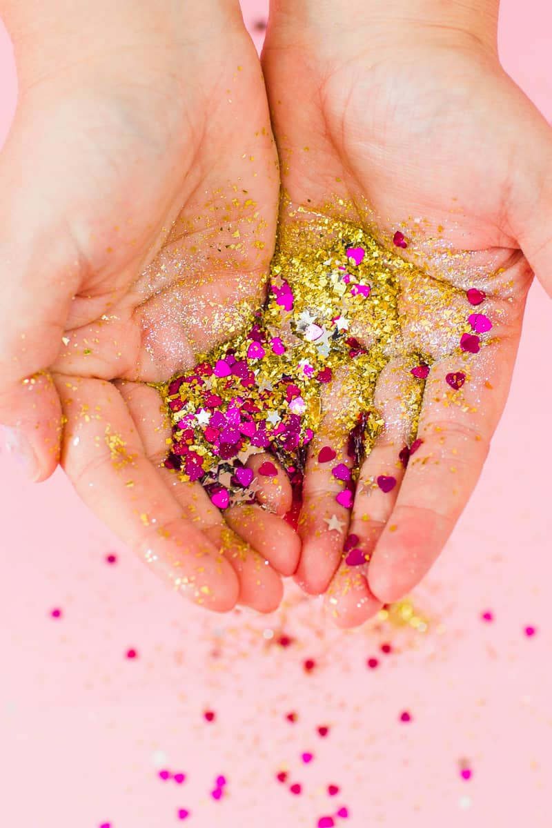 DIY Glitter Station Wedding Make Your own sparkle station glitter face makeup festival_-8