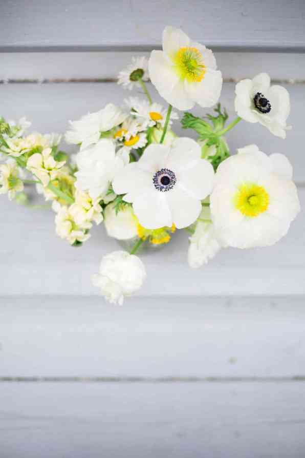 QUINTESSENTIALLY BRITISH & INTIMATE LAKESIDE WEDDING IN MAINE (2)