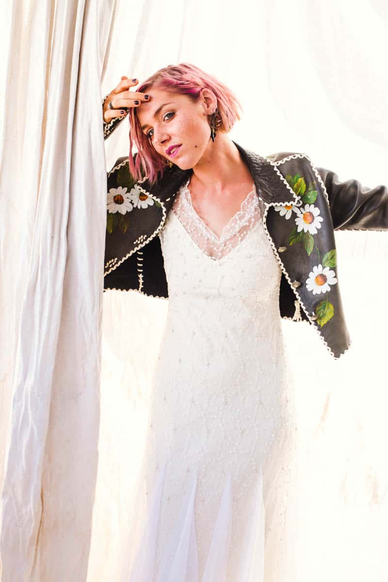 ROCK N ROLL DESERT INSPIRED BRIDAL SHOOT AT JOSHUA TREE (15)