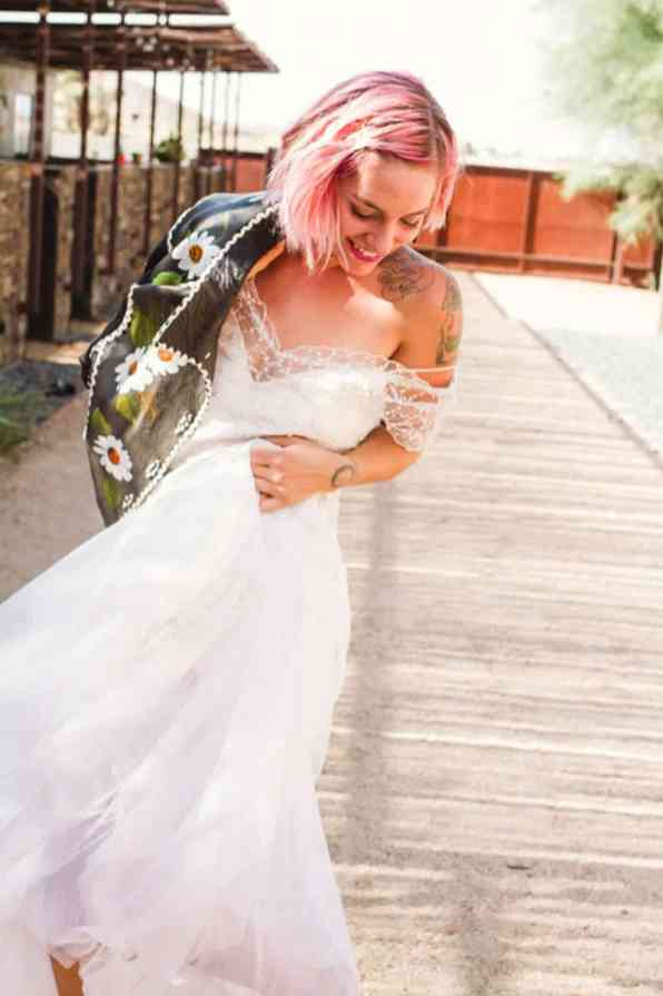 ROCK N ROLL DESERT INSPIRED BRIDAL SHOOT AT JOSHUA TREE (8)