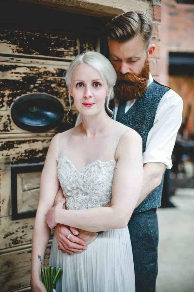 edgy-minimalistic-wedding-in-a-birmingham-art-gallery-11