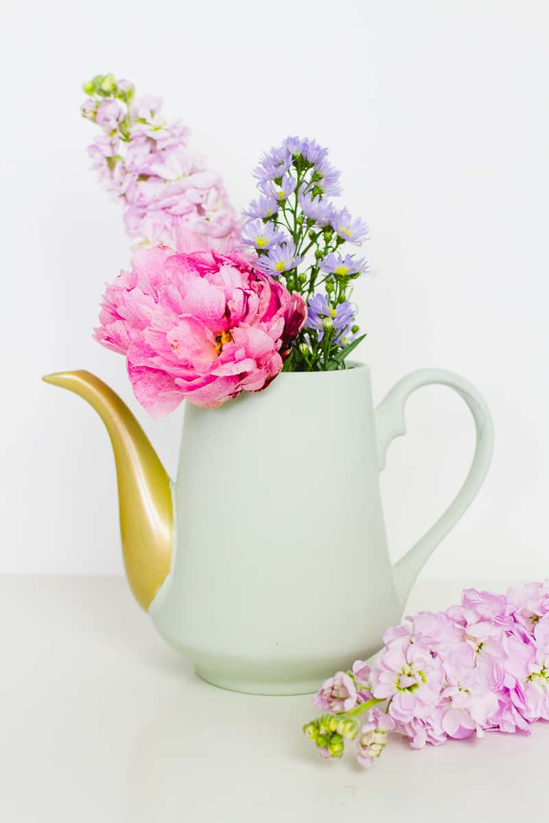 upcycled-chalk-paint-tea-pots-flower-vases-centrepieces