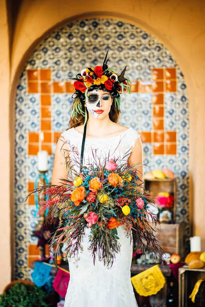 THIS DAY OF THE DEAD WEDDING WILL INSPIRE YOU TO HAVE A HALLOWEEN WEDDINGTHIS DAY OF THE DEAD WEDDING WILL INSPIRE YOU TO HAVE A HALLOWEEN WEDDING