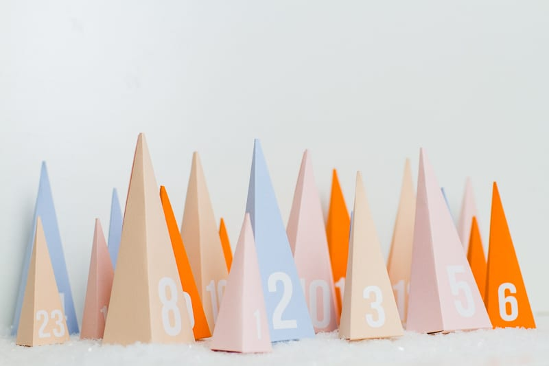 diy-advent-calendar-christmas-tree-pyramid-modern-colourful-handmade-cricut-card-sweets-candy-chocolate-34