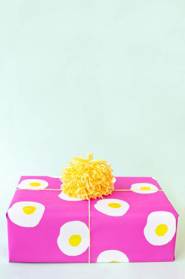 free-printable-egg-wrapping-paper1