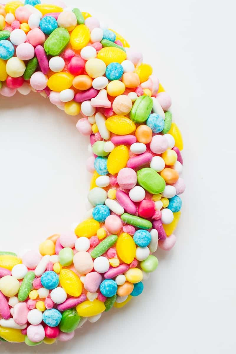 diy-candy-sweet-christmas-wreath-colourful-fun-unique-wreath-hand-made-home-made-tutorial-glue-gun-pastel_-2