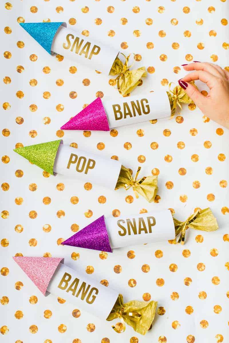 diy-confetti-rockets-wedding-tutorial-moddern-colourful-glitter_-12