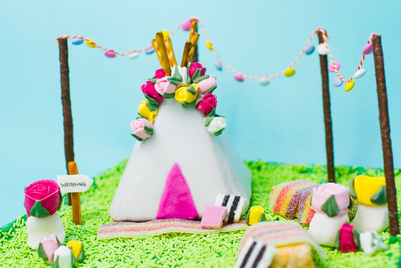 unique-ginger-bread-house-teepee-tipi-christmas-fun-festival-colourful-bake-make-your-own_-11
