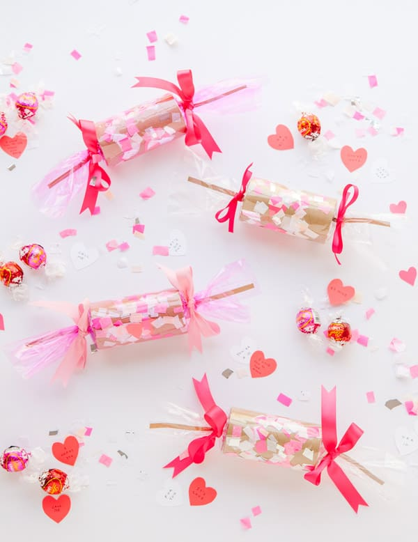 60+-VALENTINES-DAY-DIY'S-FOR-YOUR-GAL-PALS-CONFETTI-CRACKERS