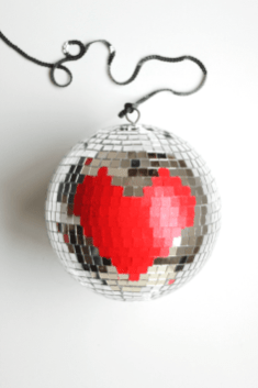 60+-VALENTINES-DAY-DIY'S-FOR-YOUR-GAL-PALS-HEART-DISCO-BALL
