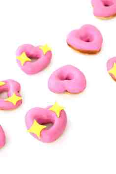 60+VALENTINES-DAY-GIFT-DIY'S-FOR-YOUR-GAL-PALS-HEART-EMOJI-DONUTS