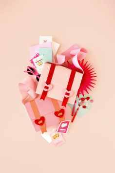 60+VALENTINES-DAY-GIFT-DIY'S-FOR-YOUR-GAL-PALS-NO-SEW-MAIL-BAG