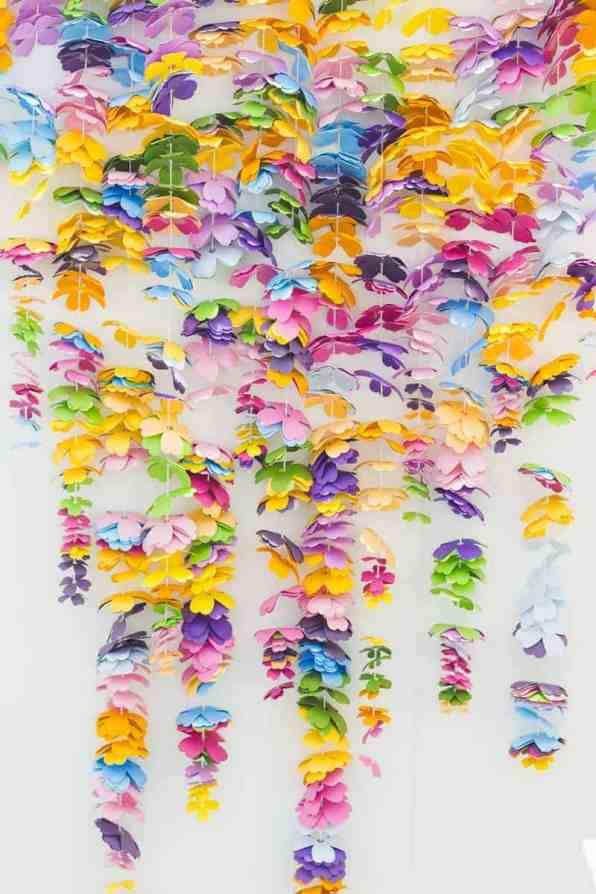 CREATIVE DIY WEDDING PARTY BACKDROPS-CASCADING FLOWER BACKDROP