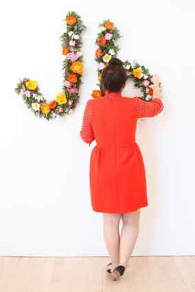 CREATIVE DIY WEDDING PARTY BACKDROPS-GIANT FLORAL TYPOGRAPHY WALL ART