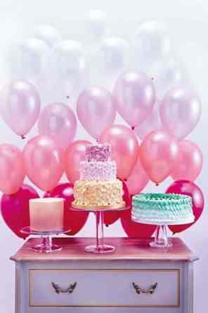 CREATIVE DIY WEDDING PARTY BACKDROPS-OMBRE BALLOON BACKDROP