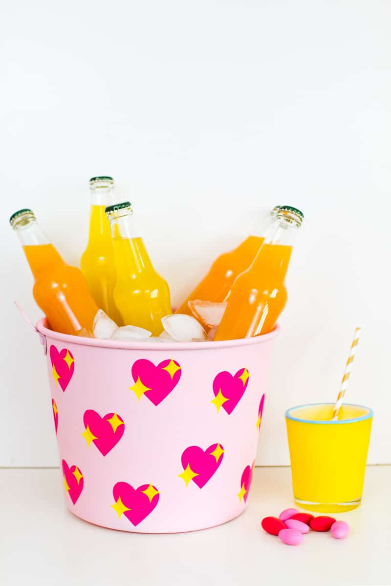 diy-emoji-heart-ice-bucket-valentines-day-drinks-cooler-cute-pink-tutorial_-20