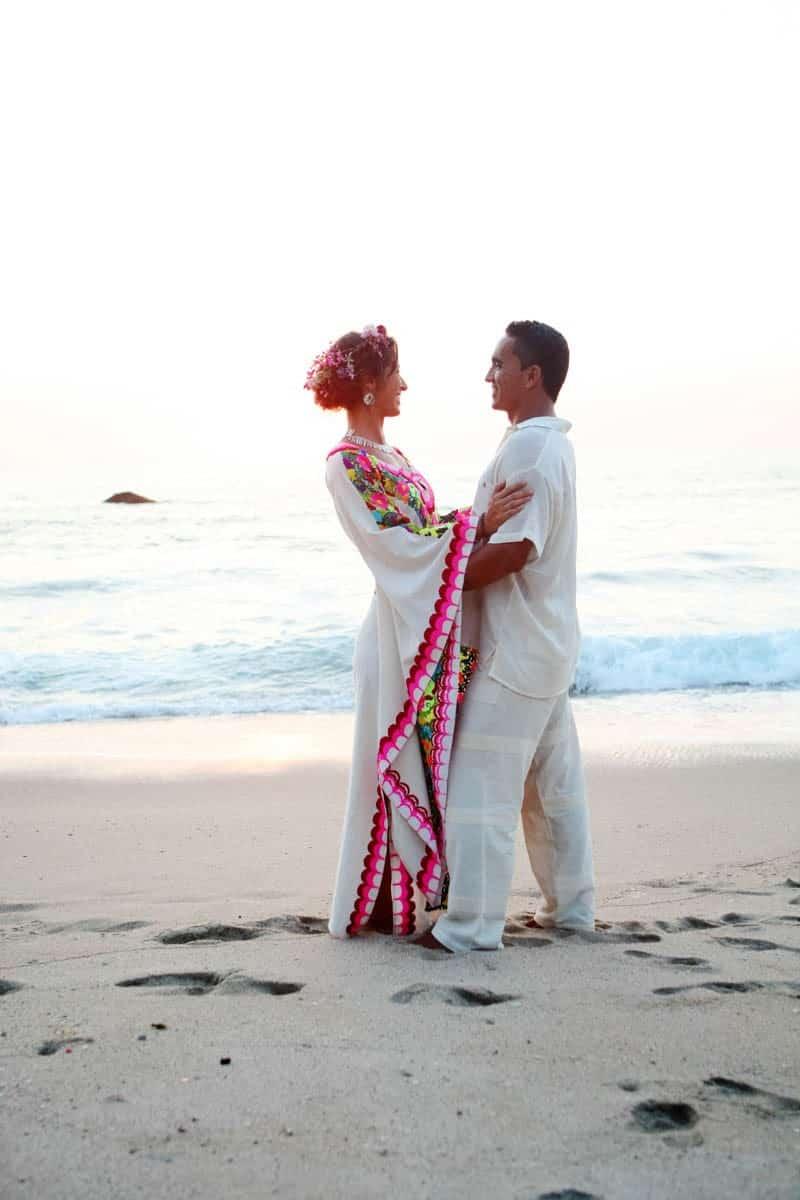 MYSTICAL VIBRANT WEDDING IDEAS IN SAYLUTIA MEXICO (34)