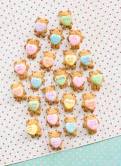 4-teddy-bear-graham-cookies-holding-conversation-hearts