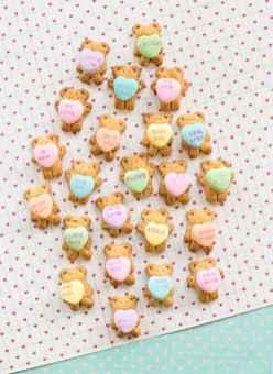 4-teddy-bear-graham-cookies-holding-conversation-hearts