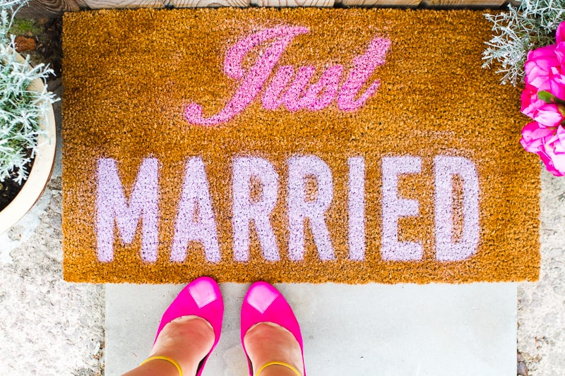 DIY Just Married Door Mat Spray Paint Rustoleum Cricut Newlywed Project Tutorial-3