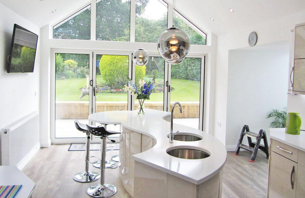 Modern Gloss Kitchen with Curved Island | Modern kitchen ...