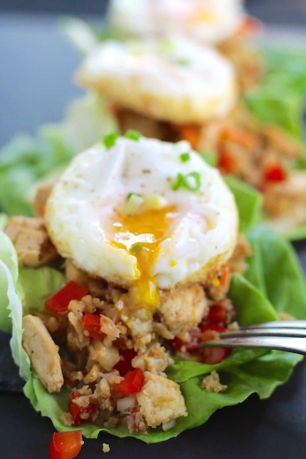 low-carb-chicken-cauliflower-lettuce-fried-egg-yolk