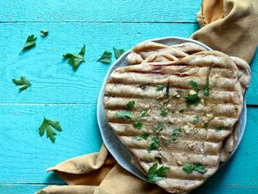 Grilled garlic naan recipe