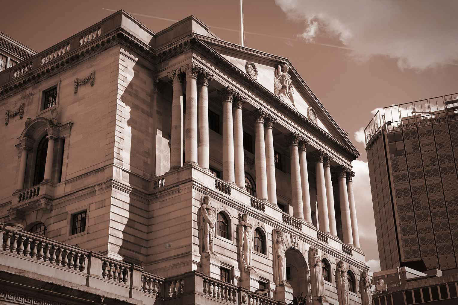 Bank of England keeps policy rate at 0.5 pct