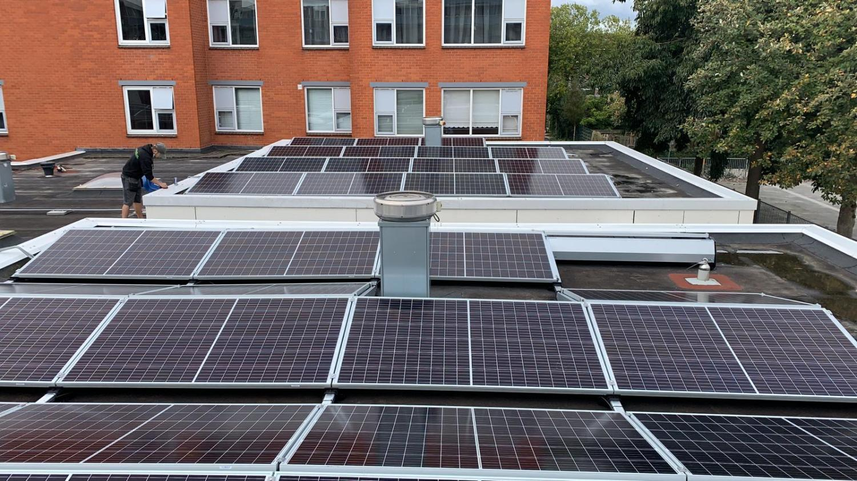 BS050-Zonnepanelen-zakelijk-Diemen-ingezoomd-zonnepanelen-2