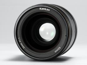 Obiettivo Kamlan 32 mm f / 1.1 per APS-C e Micro Quattro Terzi