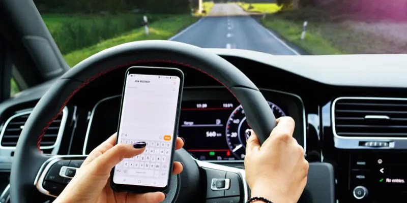 Safely Using Your Smartphone in Your Car