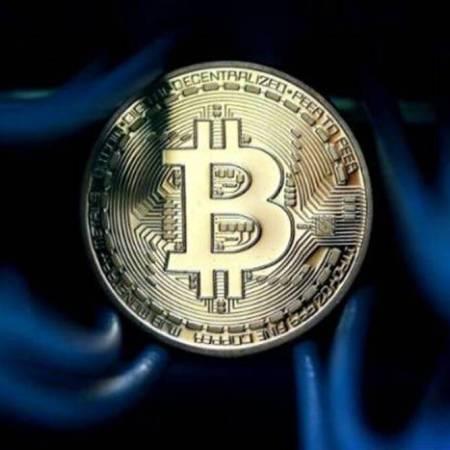 Bitcoin's price falls below $50.000