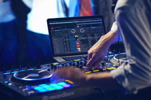 How to be a DJ With a Laptop