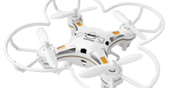 drone bianco con inserti neri e gialli