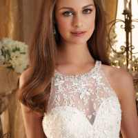 A guide to bridal hair accessories and hairstyles that flatter different face shapes
