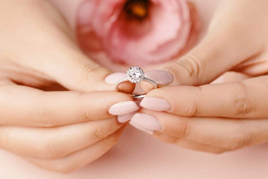 A Complete Guide to Wedding Bands and Engagement Rings