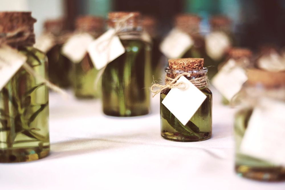 8 Wedding Favors to Have for Summer Weddings: Unique Ideas and Trends in 2021