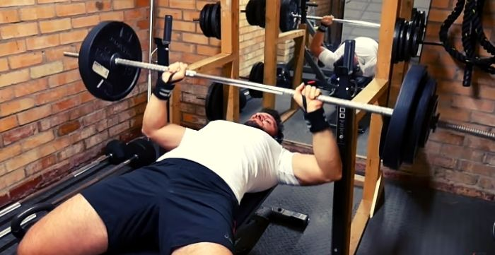 what is the average bench press