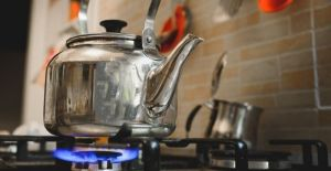 how to make distilled water with a kettle