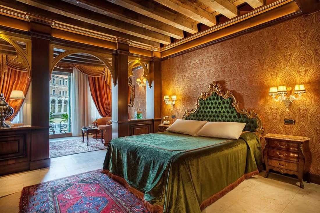 Guest room Hotel Al Ponte Antico, Venice (Junior Suite)