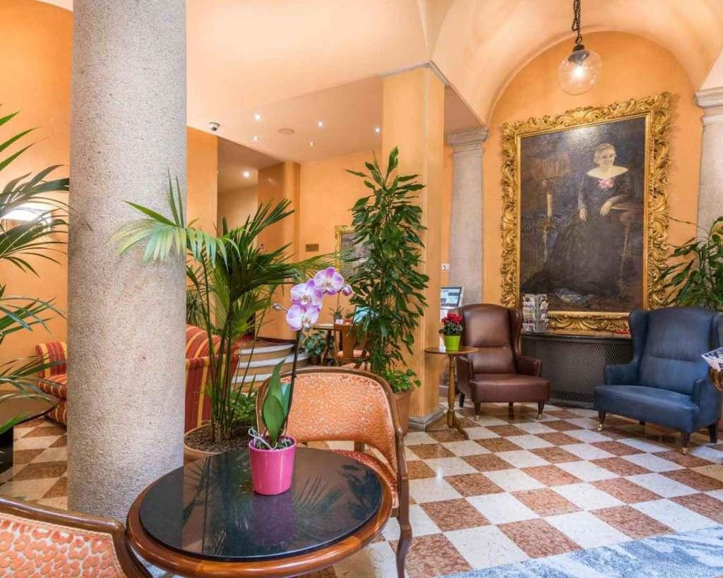 Hotel Regina Milan Italy, Via Cesare Correnti (lobby)
