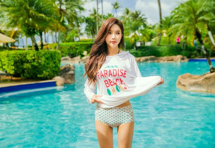 Park Soo Yeon Beach Temperament Picture and Photo