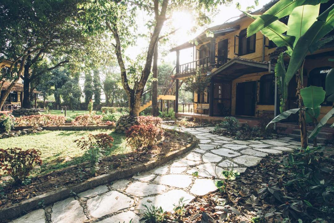 sapana logde hotel boutique chitwan nepal