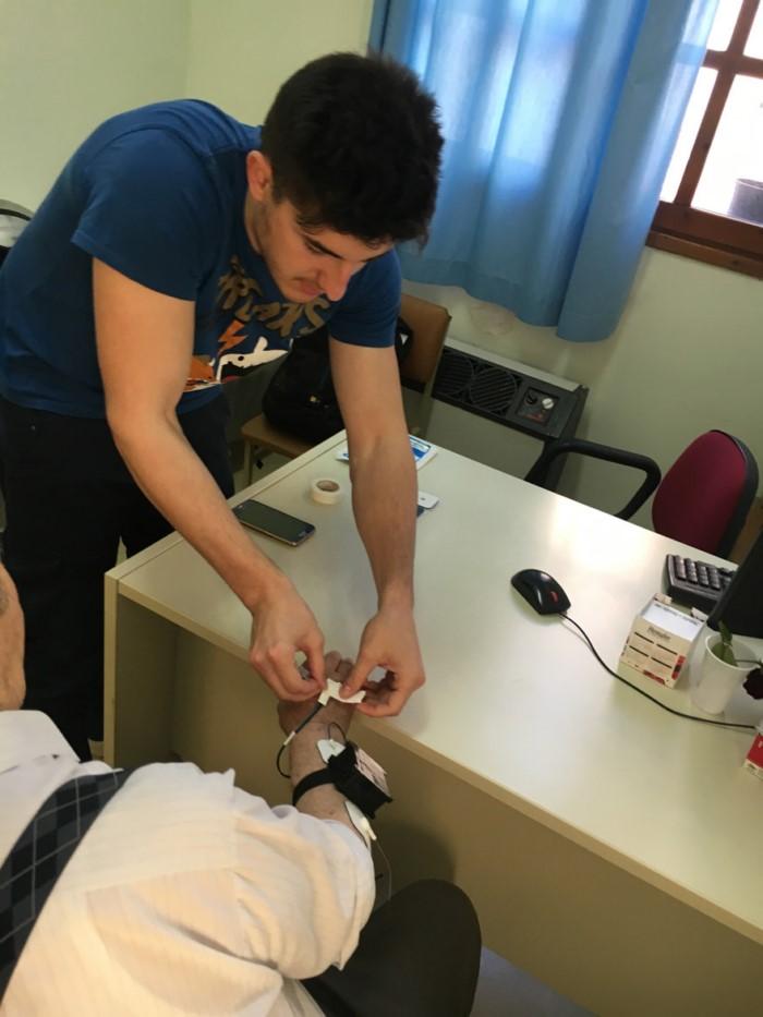Έλληνες φοιτητές δημιούργησαν συσκευή που εξαφανίζει το τρέμουλο του Πάρκινσον