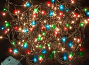 Τα χριστουγεννιάτικα λαμπάκια είναι ένα πανέμορφο στολίδι, όταν τα χρησιμοποιούμε με προσοχή. Από τον Μιχαήλ Κορμπάκη