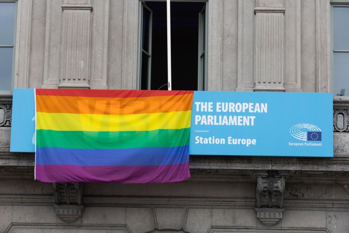 ευρωπαικό κοινοβούλιο ουράνιο τόξο