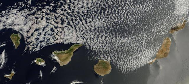 Kanarische Inseln von oben mit Sandsturm