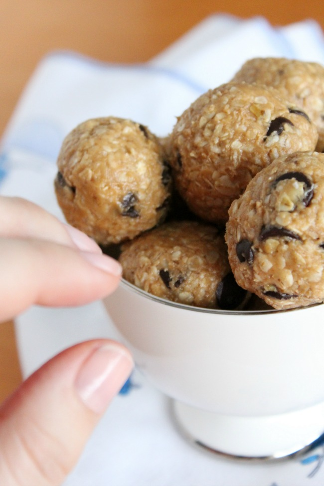 Tasty Peanut Butter Oatmeal Chocolate-Chip Energy Bites